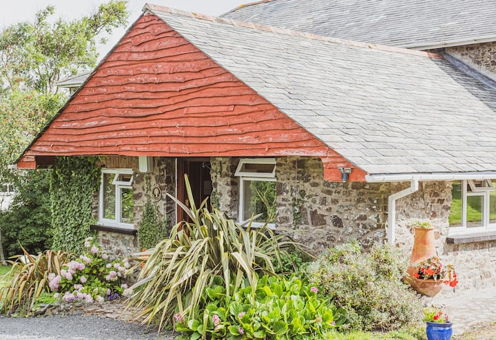 Couples cottage offering best of coast and country