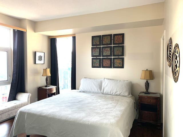 Master bedroom, King size high quality mattress, en-suite and walk-in closet