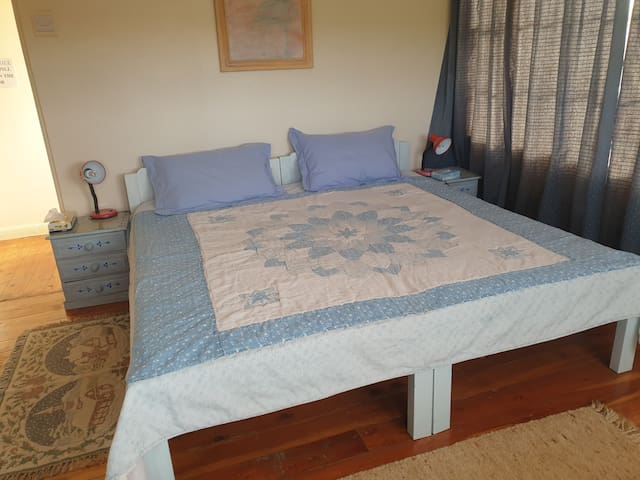 double bed in bedroom n 2 made up with 2 single bed