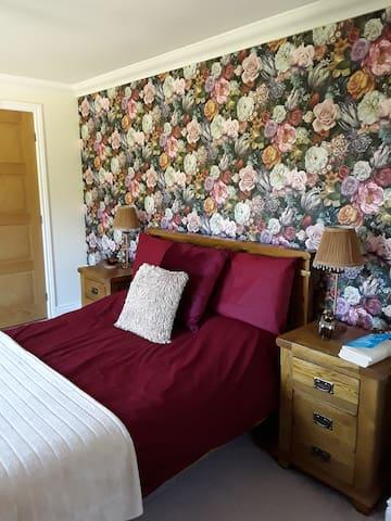 Spacious comfortable double bedroom with en-suite.
