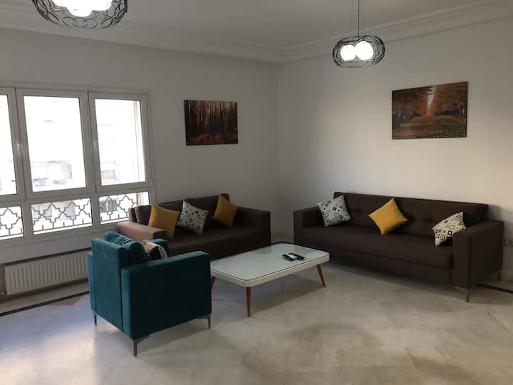 Av Hedi Nouira S+3 Confortable Apartment & Parking