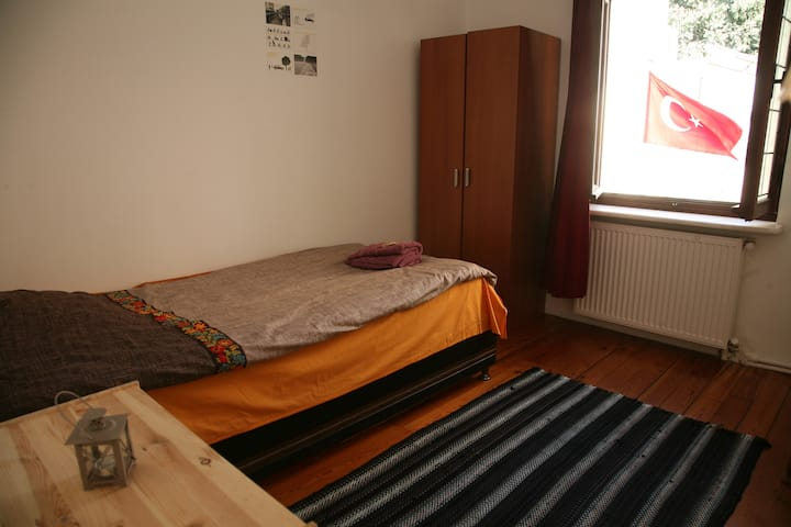 Private room in shared flat-for ONLY female guests
