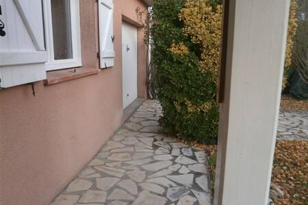 accès de la maison de plain pied par trottoir