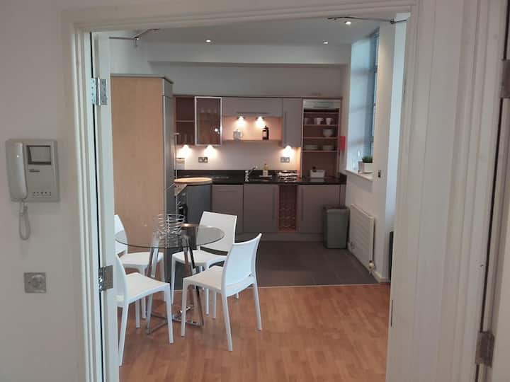 One bedroom serviced flat in the heart of Brighton