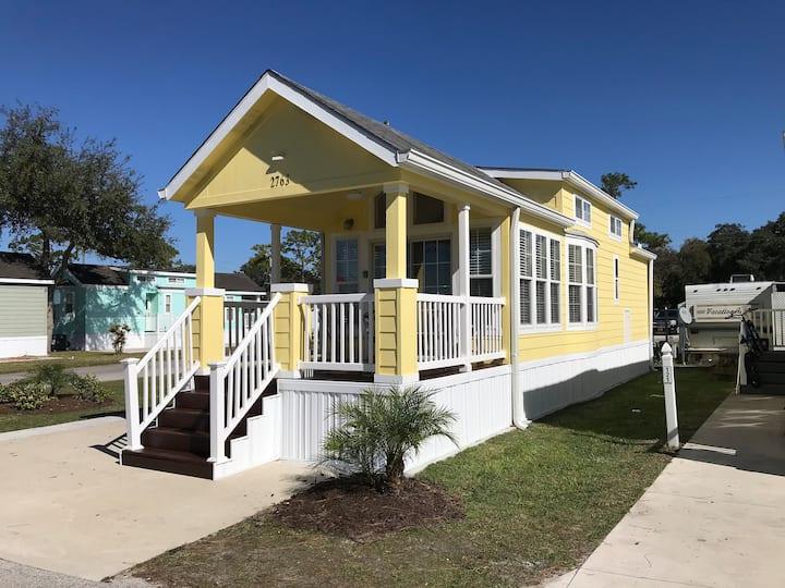 Tiny House Living, Near ALL Parks!! Woohoo! 73
