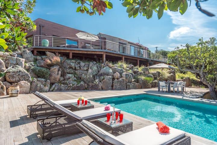 Villa récente,  vue mer et golfe, piscine chauffée