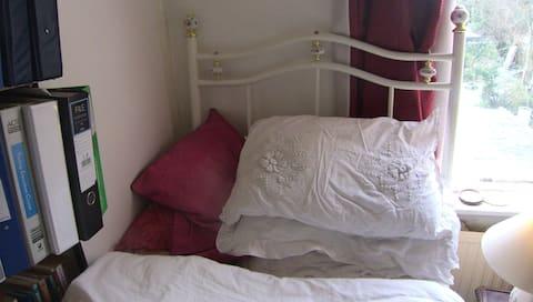 Malá jednolôžková izba na jednu noc