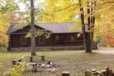 Lost Oak Lodge,  Log home near Tippy Dam