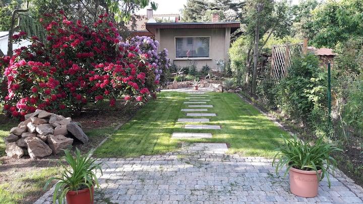 Ruhiges Gartenhaus  24m² 2-3 Pers EG 1Zi.DU/WC