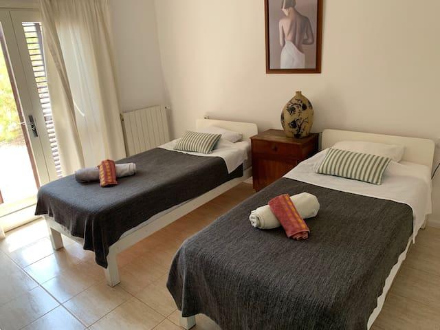Villa Roca1. 150metres from Benirras Beach