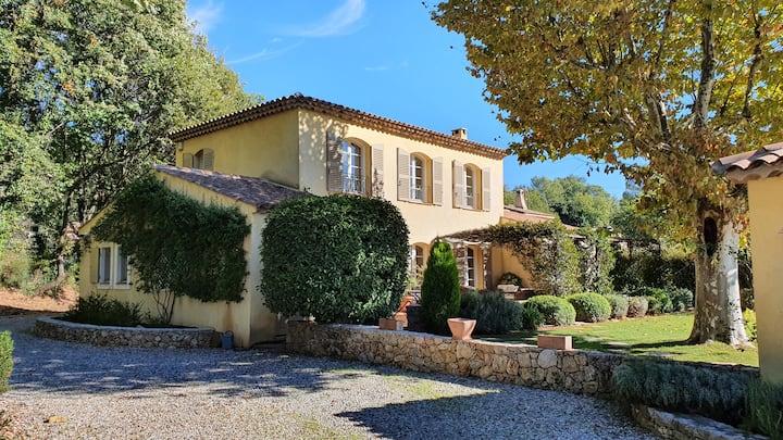 La Bastide en Provence, villa with pool and garden