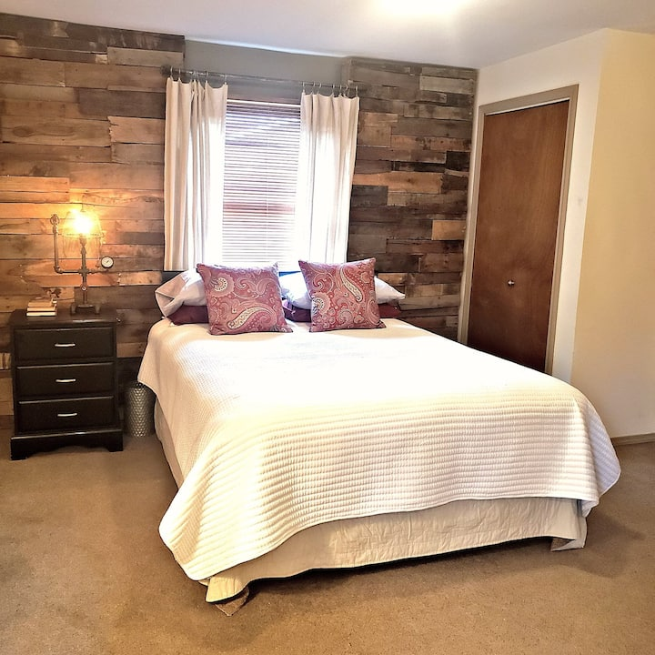 Rustic Retreat  Room & Bath with separate entrance