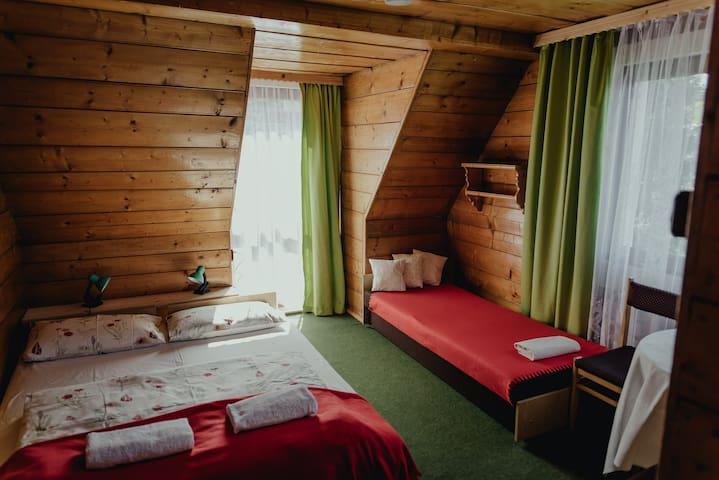 Na szkle malowane - pokój z balkonem,widok na góry