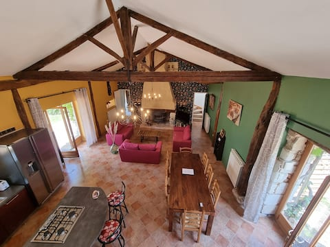 5 bedroom cottage with private garden and pool