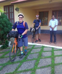 Two Americans who travelled in bicycles travelled whole world stayed in Hillview homestay