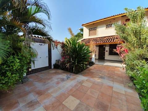 Casa 4/4(A) 100m da praia, 2 pavts, 3wc's, garagem