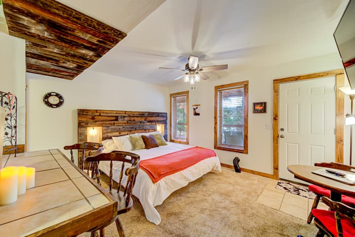 Mountain View King w/full Kitchen & Jacuzzi Bath