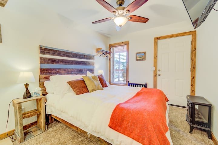 Captivating Valley Queen Room