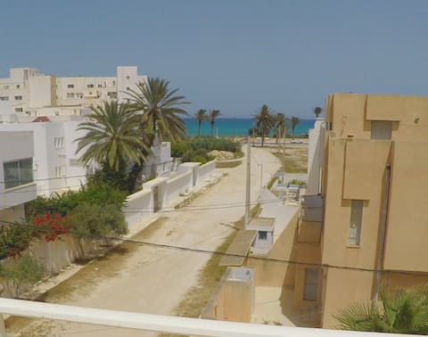 Villa with big terrace, 2 min away from the beach