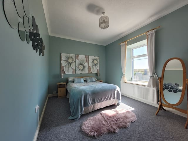 Double Bedroom - Picture 1