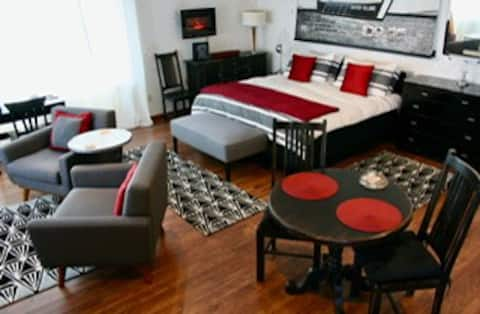 Outer Island Apartment, 3 blocks from downtown