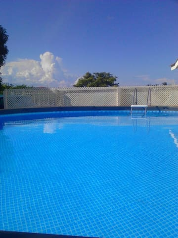 Be Our Guest. Pool.  Free Wifi. Close To Airport.