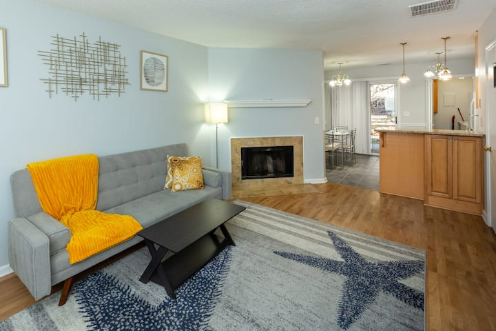 Newly Furnished & Painted - UNC Zen Vacation Home