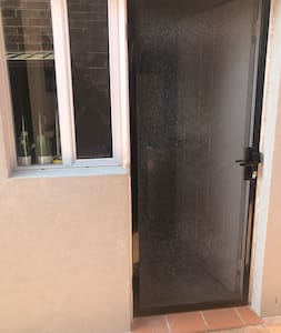 The entry door is 800mm or 32inches wide.