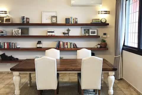 Charming Luxury Apartment near Beach and Cafes