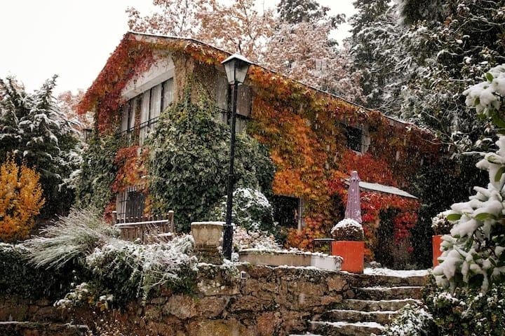 Increíble jardín y encantadora villa en la sierra