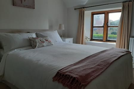 Double Room with King size bed at Rose Cottage