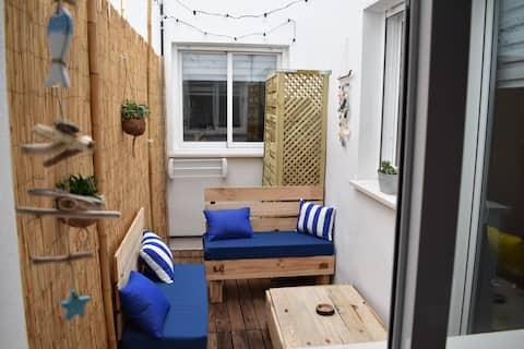 Cozy Modern Flat w. Little Terrace
