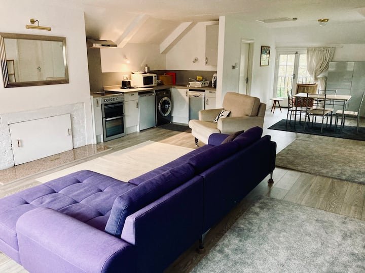 Bright,Airy Flat near Digswell Viaduct,WGC,Station