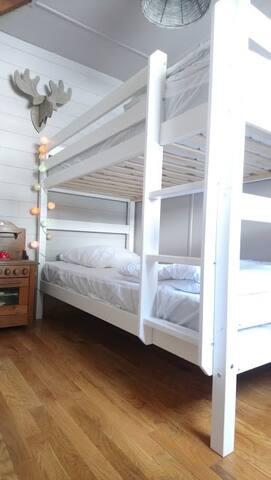 """La chambre des enfants est une """"chambre cabine"""" avec lits superposés."""