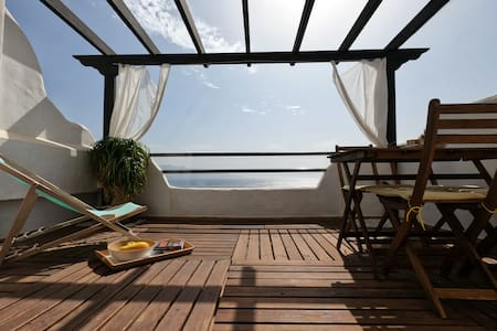 The little whale: beautiful ocean views apartment