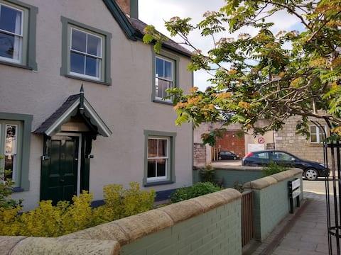 Porth y Dŵr - the Secret House!