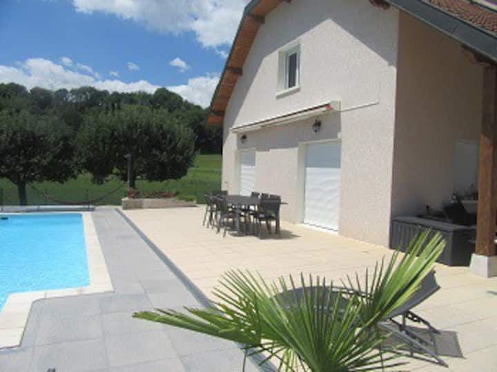 Maison contemporaine de campagne piscine et spa