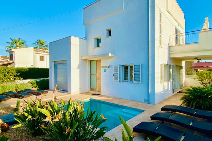 *****villa+pool+breakfast 8 pers close to beach