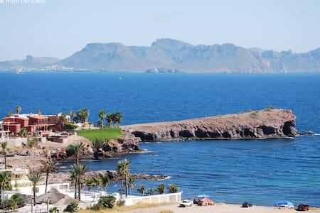 Breathtaking views! Near beach, marina, pubs,shops