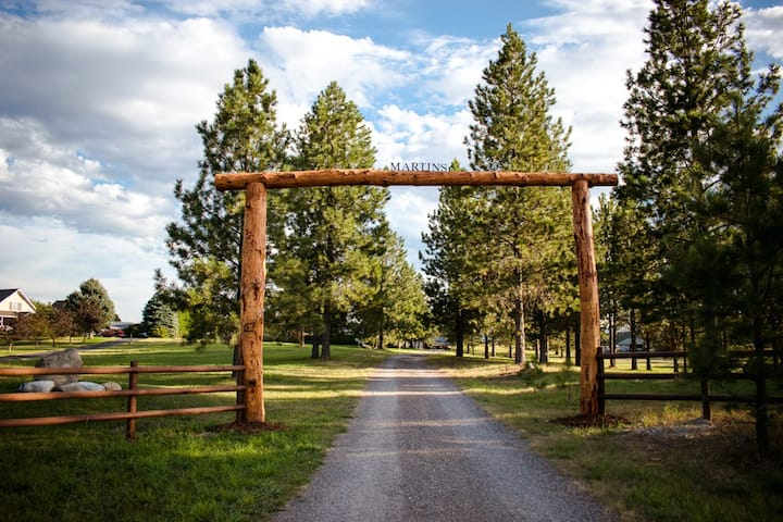 Martins Montana Retreat-Private and dog friendly