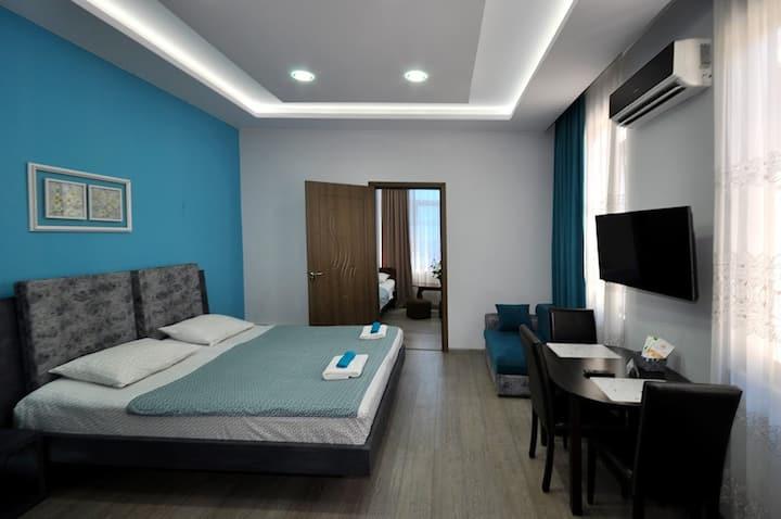 пятиместний номер с двумя комнатамы.