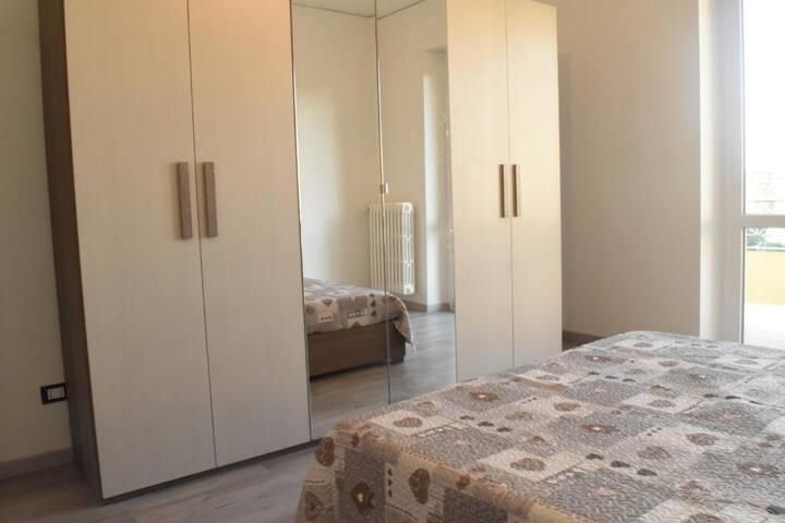 bellissima camera in appartamento
