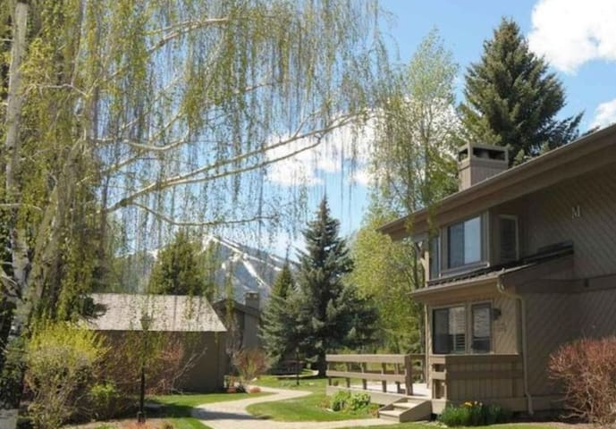 The Ultimate Charming Sun Valley Condo Lodgeside