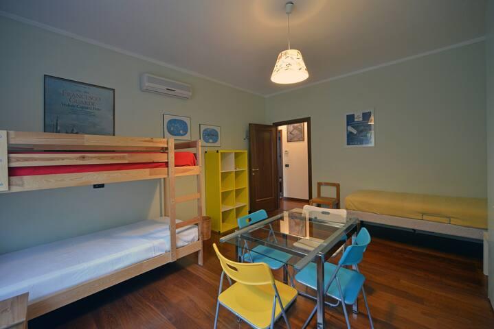 SECONDA CAMERA - BEDROOM WITH SIGLE BEDS - SEGUNDA HABITACION