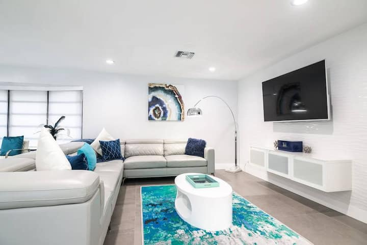 LARGE 7BD-POOL HOME PERFECT LOCATION FLL/MIA/BEACH