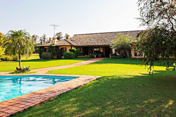 Lindo Sítio, casa charmosa, piscina, churrasqueira
