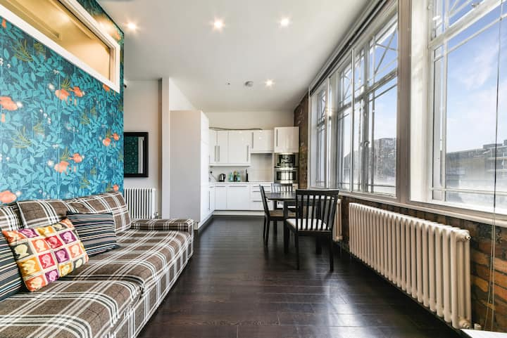 Shoreditch Apartment with Private Roof Terrace