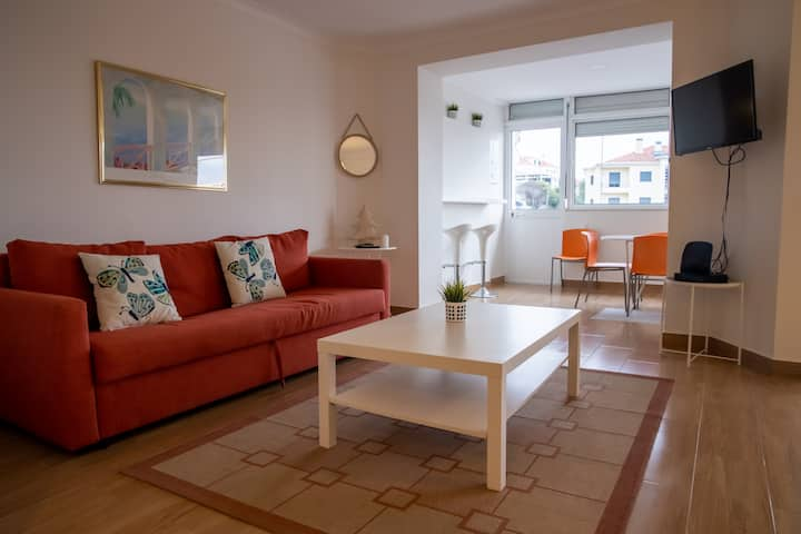 Spacious and Sunny Apartment - 10 min from the sea