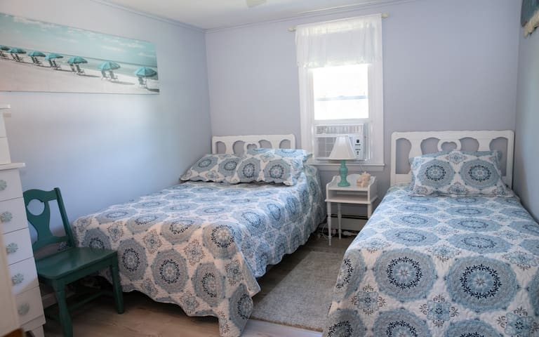 Bedroom #4 - Double and Twin Bed