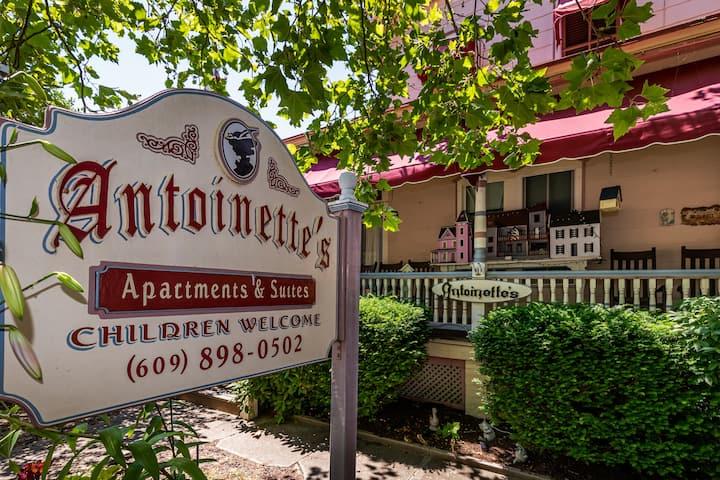 Maria Suite - Antoinette's Apartments & Suites